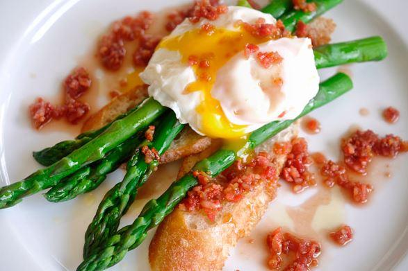 huevos poche y jamon iberico de bellota